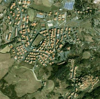 Castelnuovo di val di Cecina visto dal satellite grazie a googlemaps