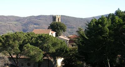 Castelnuovo di Val di Cecina in Toscana ed i suoi centri commerciali naturali