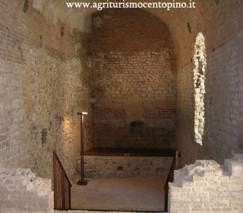 Immagine interna mostra una delle due grandi stanze che sono state ristrutturate allinterno della Rocca