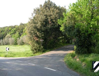 Incrocio da seguire per raggiungere la Rocca Sillana
