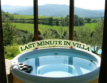 La foto con indicato vacanza last minute non è puramente indicativa perchè rappresenta limmagine della vasca idromassaggio della villa Toscana Centopino